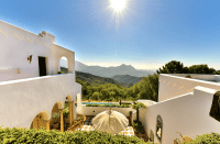 Andalusian villa with a sunny view.